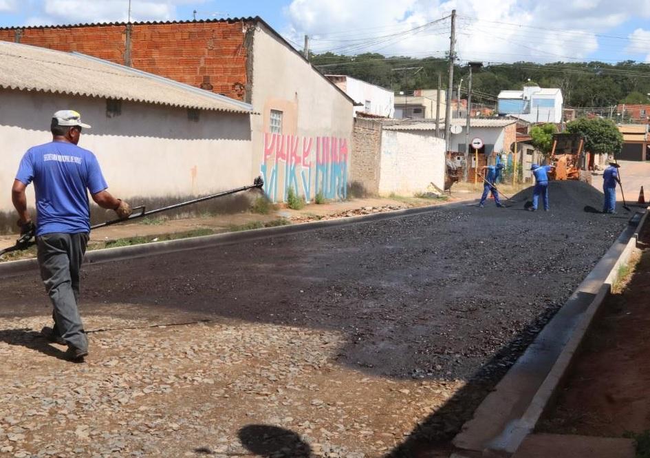 Prefeitura de Bauru pavimenta rua do Jardim Nicéia.